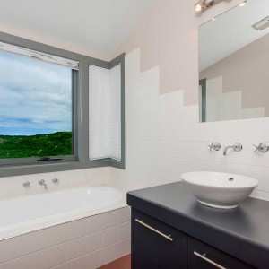 PhillipIsland-accommodation-holiday-house-champagne-bath1024x1024