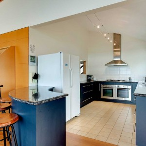 PhillipIsland-accommodation-holiday-house-kitchen1024x1024
