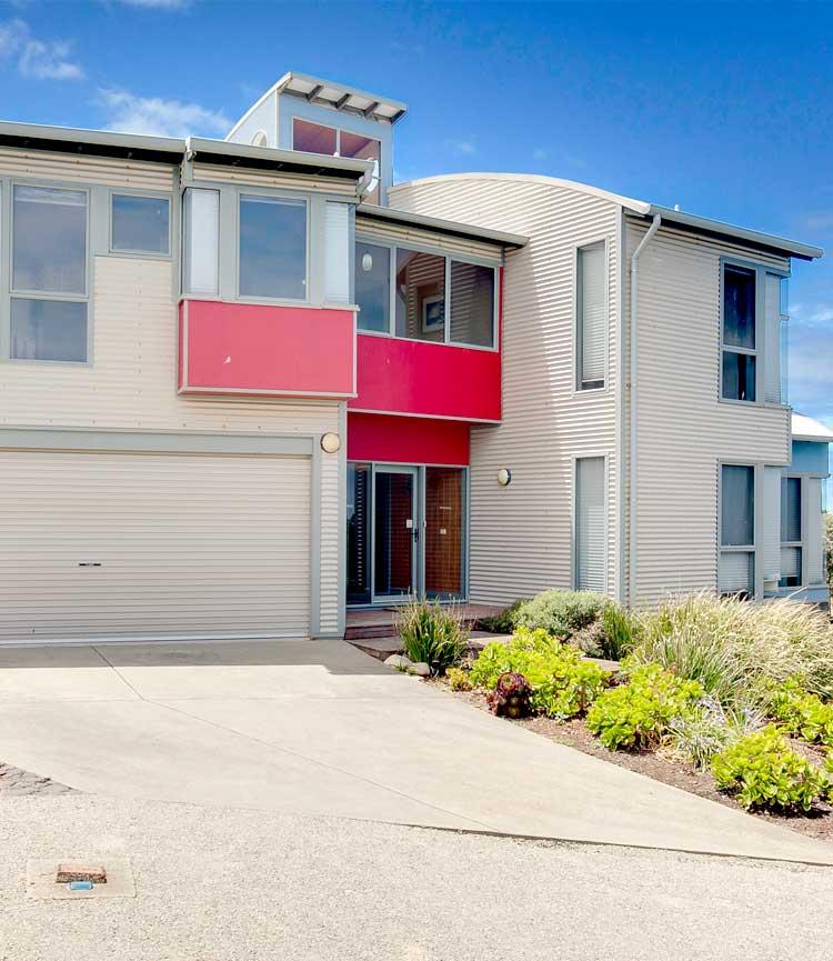 PhillipIsland-accommodation-holiday-house-front750x865